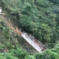 Tin tức - Xe khách rơi xuống vực sâu: 2 người chết