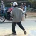 """Tin tức - Đồng Nai: Thêm vụ """"hôi bắp"""" của xe tải gặp nạn"""