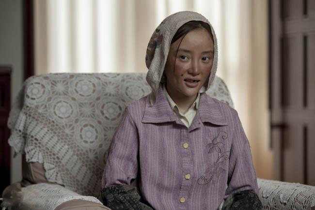 Trong bộ phim mới nhất vừa mới lên rạp, mang tên Định chế tư nhân, một bộ phim hài do đạo diễn Phùng Tiểu Cương sản xuất, Lý Tiểu Lộ đã hóa thân thành cô gái quê mùa khác hẳn so với hình tượng thường thấy