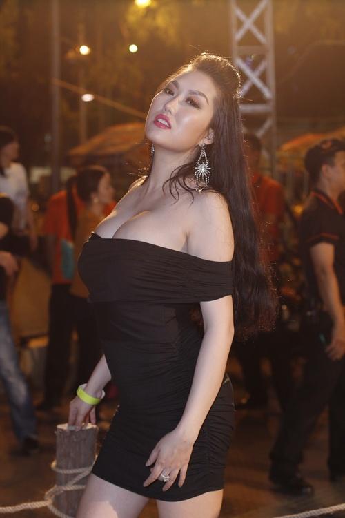 phi thanh van uon eo ben nguoi rung tarzan - 6