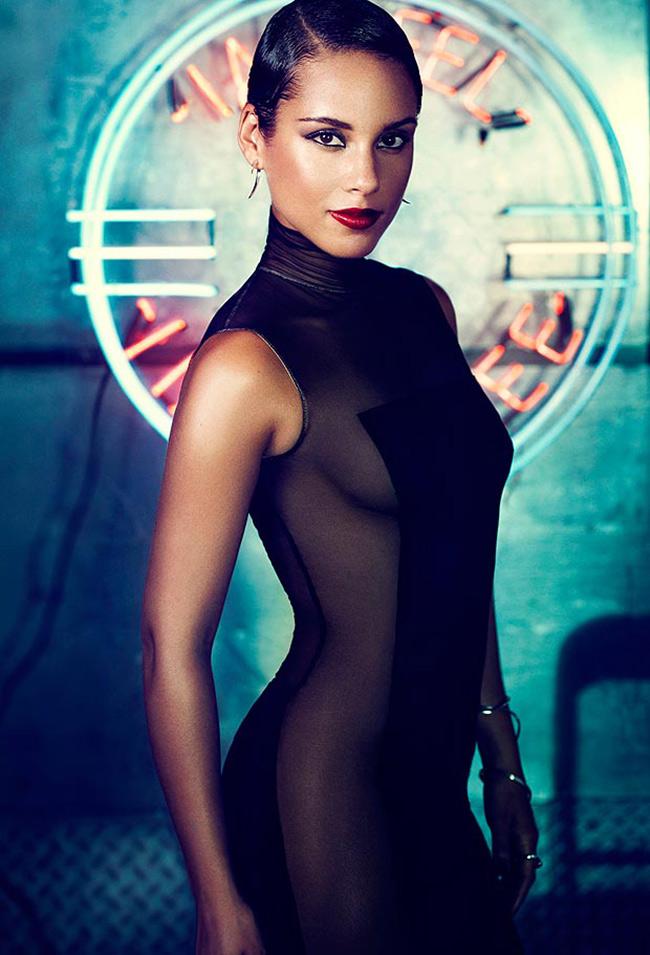 Alicia Keys không chỉ nổi tiếng là ca sĩ có chất giọng lạ và khỏe mà cả vẻ đẹp da màu của cô cũng tạo ấn tượng mạnh.
