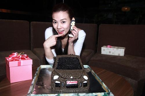 fan tang xe hoi doc cho thu thuy trong ngay sinh nhat - 9