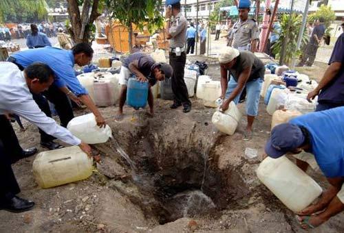 indonesia: 16 nguoi chet vi ngo doc ruou - 1