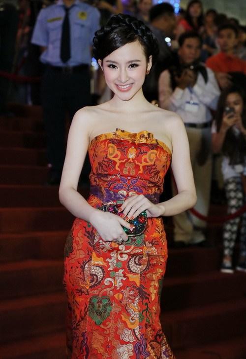 "angela phuong trinh ""de bep"" dan hot girl viet - 1"