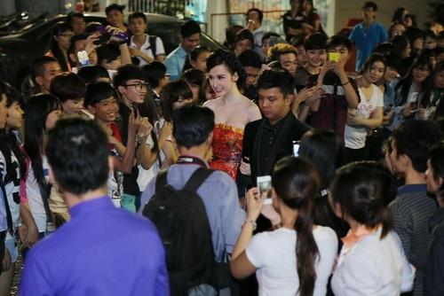 "angela phuong trinh ""de bep"" dan hot girl viet - 7"