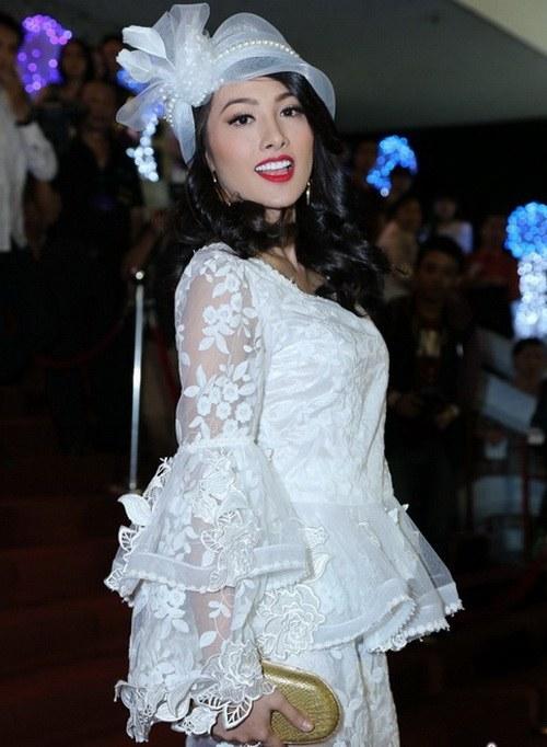 "angela phuong trinh ""de bep"" dan hot girl viet - 18"