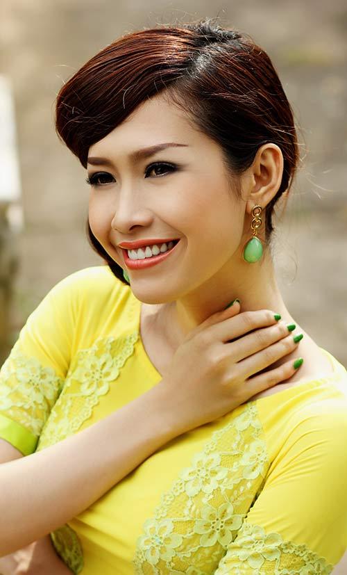 phan thu quyen an tuong voi gam vang chanh - 11