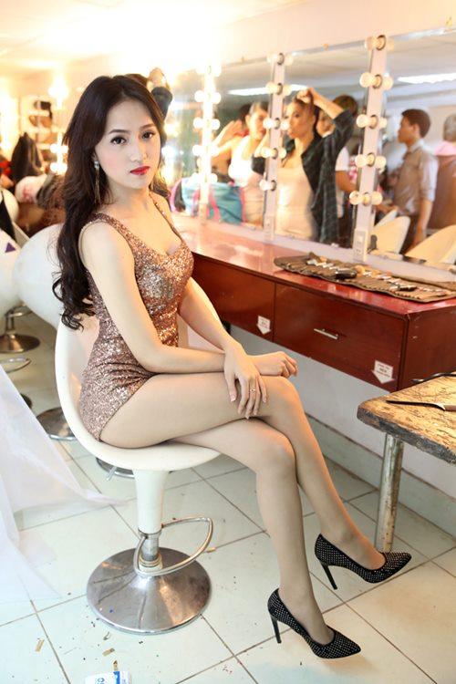 "huong giang idol sexy ""tu nha ra pho"" - 1"