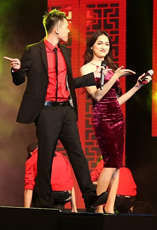 "huong giang idol sexy ""tu nha ra pho"" - 13"