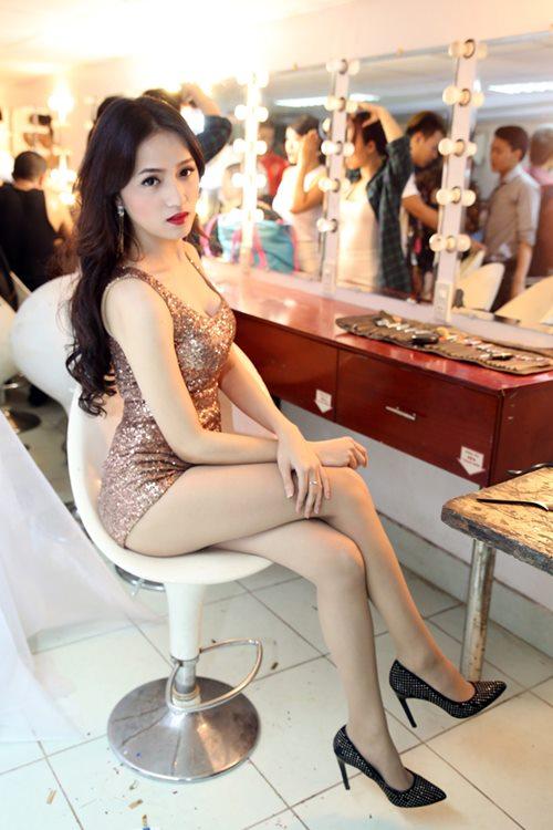 "huong giang idol sexy ""tu nha ra pho"" - 2"