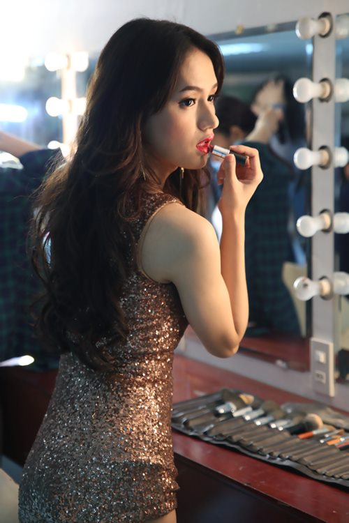 "huong giang idol sexy ""tu nha ra pho"" - 4"