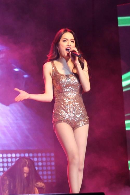 "huong giang idol sexy ""tu nha ra pho"" - 8"
