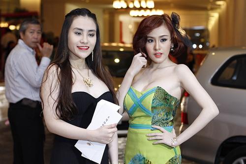 ba tung khoe vong 1 ben lam chi khanh - 5