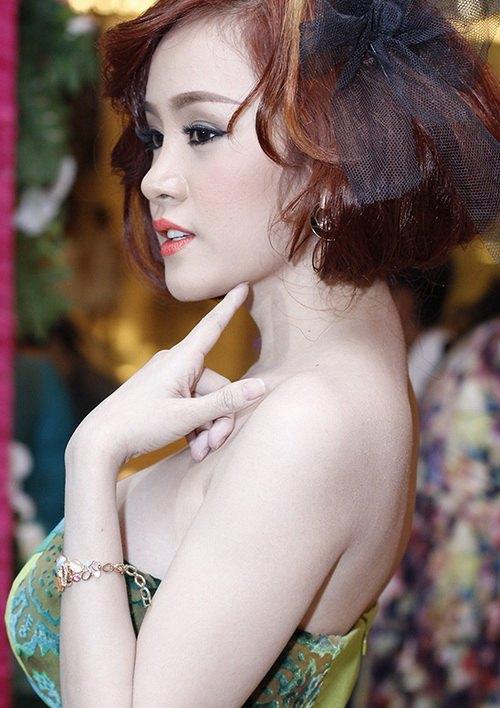ba tung khoe vong 1 ben lam chi khanh - 10