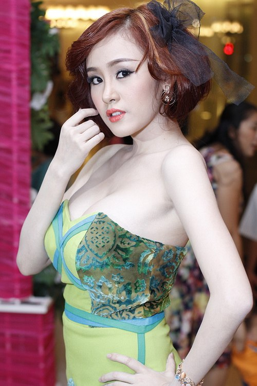 ba tung khoe vong 1 ben lam chi khanh - 11