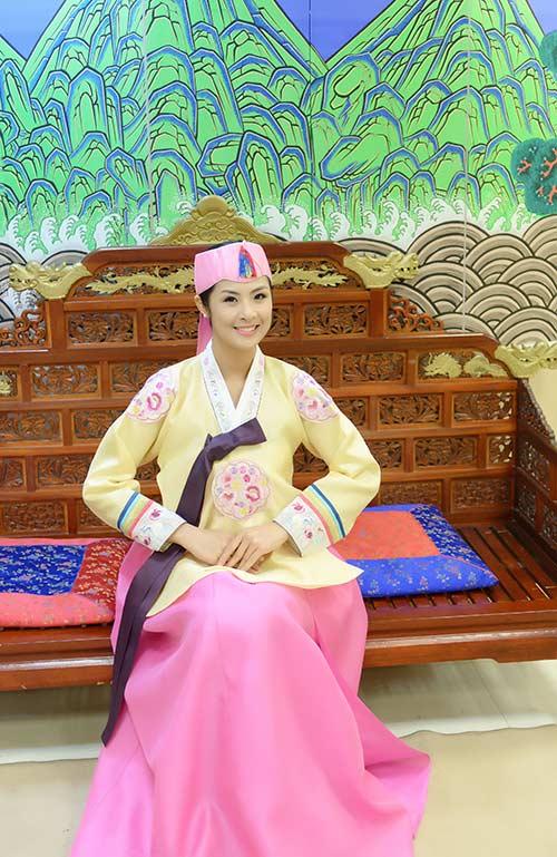 ngoc han va bo me xung xinh hanbok - 5