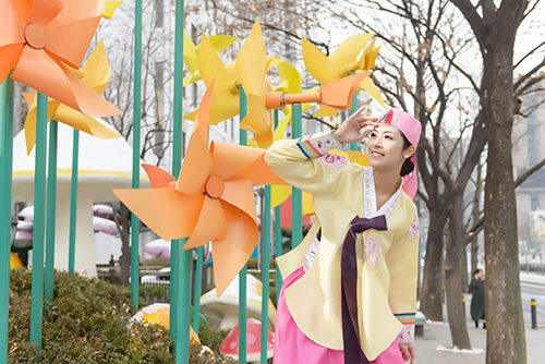 ngoc han va bo me xung xinh hanbok - 10