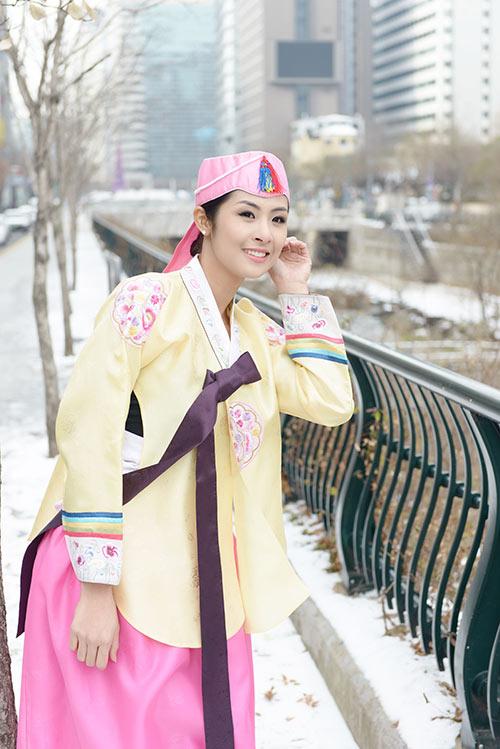 ngoc han va bo me xung xinh hanbok - 6