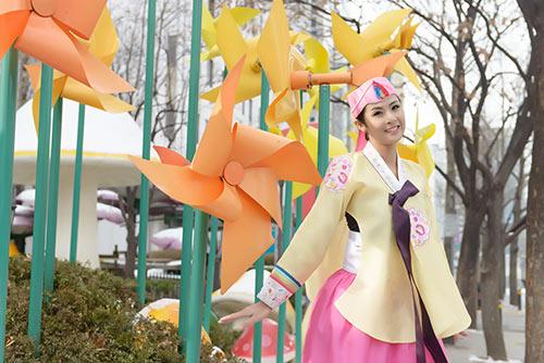 ngoc han va bo me xung xinh hanbok - 9