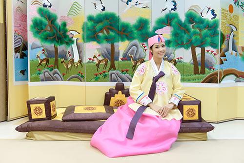 ngoc han va bo me xung xinh hanbok - 4
