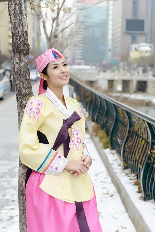 ngoc han va bo me xung xinh hanbok - 11