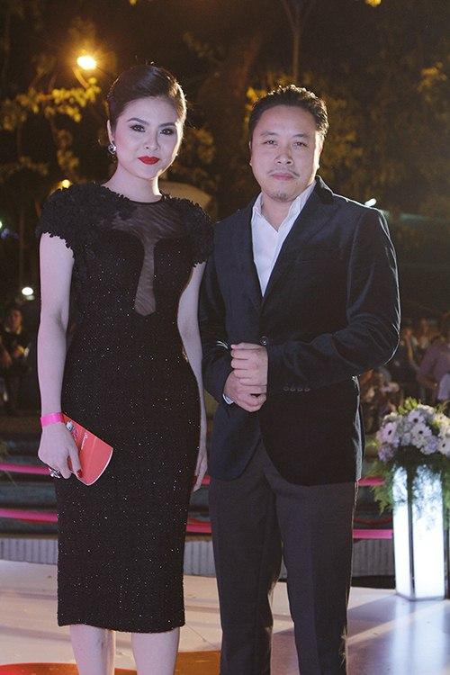 ban trai tay au yem lan phuong tren tham do - 10