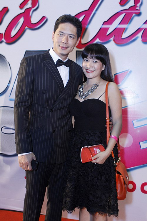 ban trai tay au yem lan phuong tren tham do - 8
