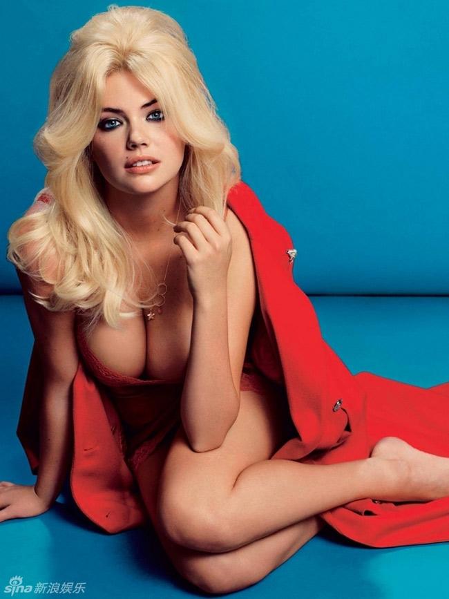 Siêu mẫu bikini thực hiện bộ ảnh chào năm mới 2014 với vòng một trĩu nặng.
