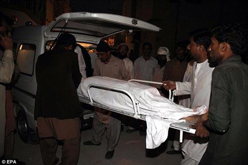 pakistan: xe tai tong xe buyt, 19 hs thiet mang - 1