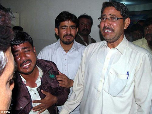 pakistan: xe tai tong xe buyt, 19 hs thiet mang - 3