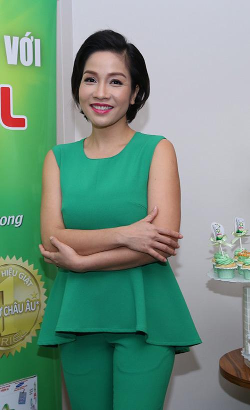 my linh, thu huong trai long chuyen chong con - 1