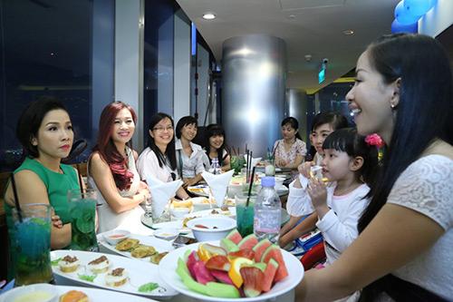 my linh, thu huong trai long chuyen chong con - 7