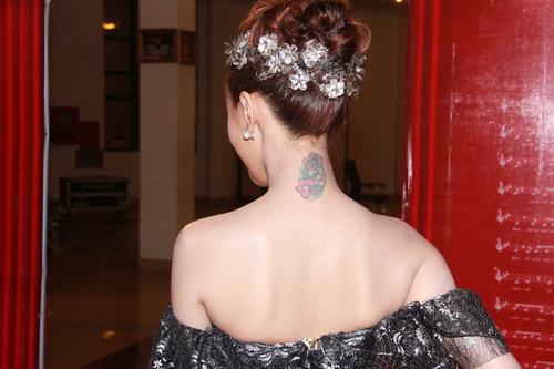 hot girl kelly khoe hinh xam co mot khong hai - 4