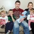 Làm mẹ - Lạ: Gia đình 4 con khác tuổi sinh cùng ngày