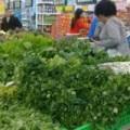 Mua sắm - Giá cả - Nghịch lý, rau xanh rớt giá dịp  Tết