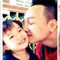 Làng sao - MC Thành Trung âu yếm hôn con gái