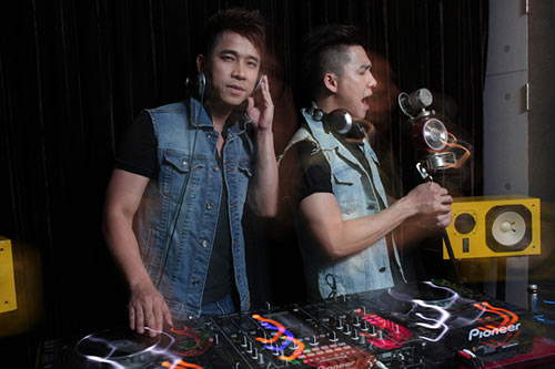 hai chang trai the men tro tai lam dj - 2
