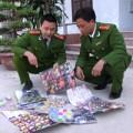 Tin tức - Thu giữ hàng trăm gói pháo Trung Quốc chứa chất độc hại