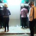 Tin tức - Ngân hàng quá tải, ATM tắc nghẽn ngày cuối năm