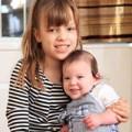 Làm mẹ - Lạ: hai bé sinh đôi hơn nhau...8 tuổi