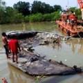 Tin tức - Trục vớt xác tàu cánh ngầm trên sông Sài Gòn