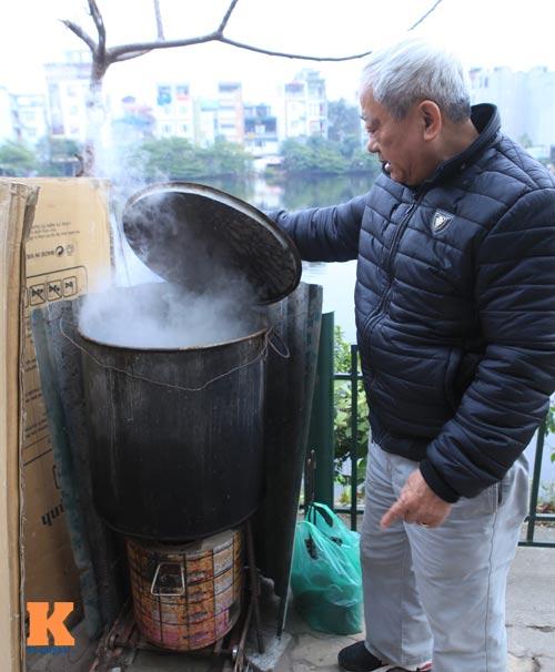 chum anh: nguoi ha noi nau banh chung o via he - 12