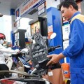 Mua sắm - Giá cả - Giáp tết, giá dầu diesel giảm hơn 300 đồng/lít