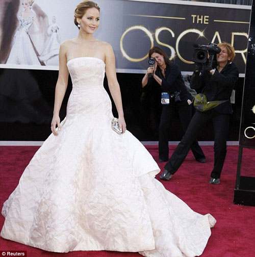 "dior chi 300 ty dong de ""loi keo"" jennifer lawrence - 2"