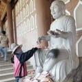 Tin tức - Đi lễ chùa hối lộ thánh thần, nên không?