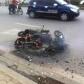 Tin tức - Đang đi chúc Tết, xe máy bỗng nhiên bốc cháy dữ dội