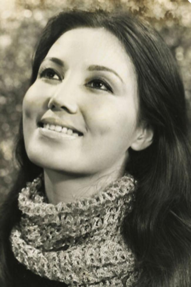 Kiều Chinh(tên khai sinh làNguyễn Thị Chinh, sinh 3 tháng 7năm 1937tại Hà Nội) là nữ diễn viên nổi tiếng ở Sài Gòntrước năm 1975và từng tham gia trong một số phim của Hollywood.