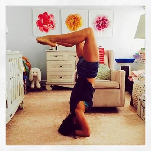 bien viec nha thanh dong tac yoga de dang - 10
