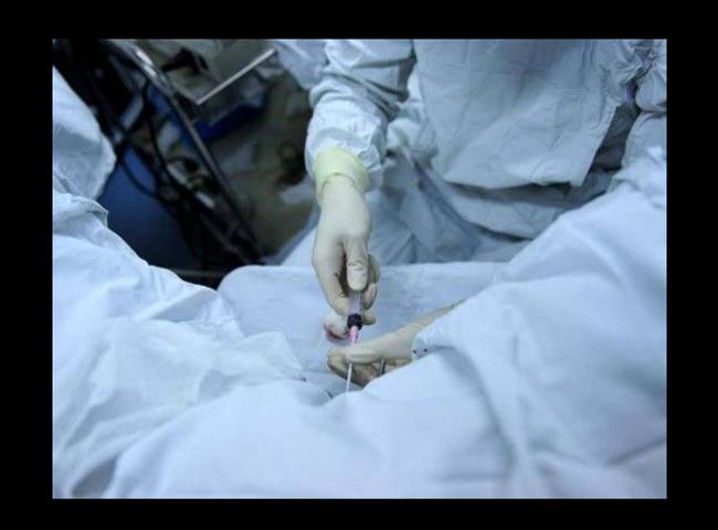 Cặp vợ chồngTrung Quốc sinh sống ở Thanh Hải, Tây Tạngquyết định tiến hành thụ tinh nhân tạo sau một thời gian dài không có con. Thụ tinh nhân tạo ngày nay ở Trung Quốclà một kỹ thuật không còn quá khó để giúp các cặp vợ chồng hiếm muộn có được đứa con mong ước.Để làm thụ tinh ống nghiệm, cả người bố và người mẹ phải trải qua một thời gian làm các xét nghiệm sàng lọc cẩn thận.  BÀI LIÊN QUAN  Có nên xin tinh trùng để thụ tinh ống nghiệm?  Tận mắt xem thụ tinh trong ống nghiệm  Mẹ Việt gian nan thụ thai ở Thái  Lợi ích hiếm thấy của ổi với mẹ bầu  Cựu mẫu Victoria's Secret được chồng đỡ đẻ  Nghẹn đắng hình ảnh mẹ ôm con 19 tuần tuổi
