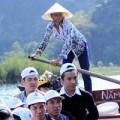 Tin tức - Ngậm ngùi phận nữ chèo đò tại chùa Hương